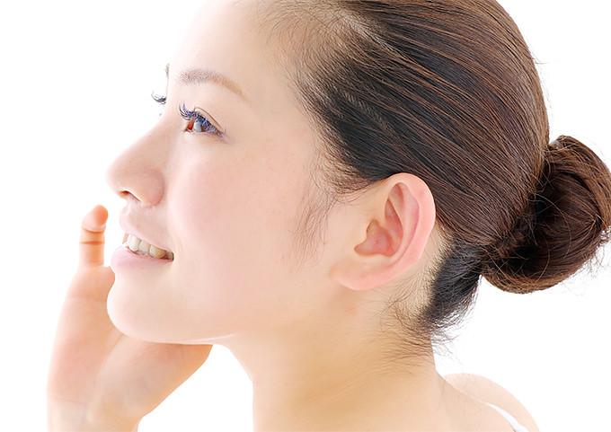 審美歯科のセラミック治療をした女性